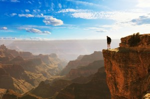 Grand Canyon w. man 2 shutterstock_15x10cm